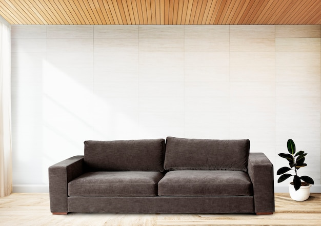 Sofa an einer gefliesten wand