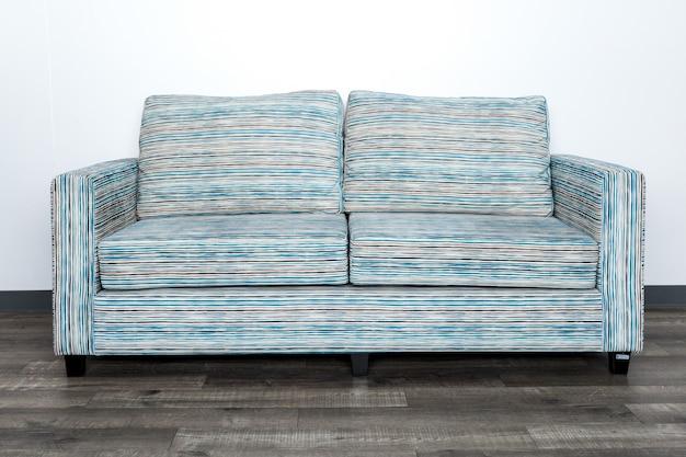 Sofa auf dem boden