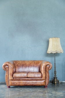 Sofa mit lampe