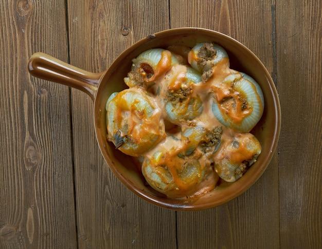 Sogan dolmasi, gefüllte zwiebeln. türkische küche