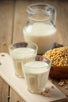 Sojamilch, soja-lebensmittel- und getränkeprodukte lebensmittelernährungskonzept.