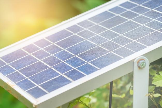 Solarenergie wird durch solarzellen erzeugt. ist sauber und unbegrenzt saubere energie