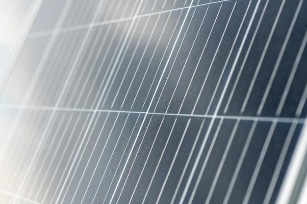 Solarzellen. dunkelgraue glatte reflektierende oberfläche eines sicheren solarpanels zur energieerzeugung für ein umweltfreundliches zuhause