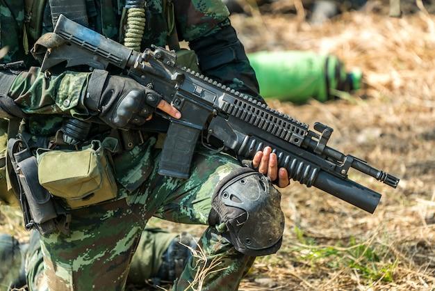Soldat bereit zum kriegskampf