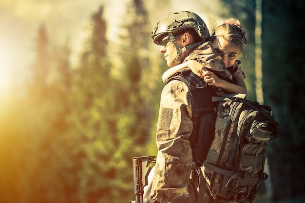 Soldat kehrt nach hause zurück