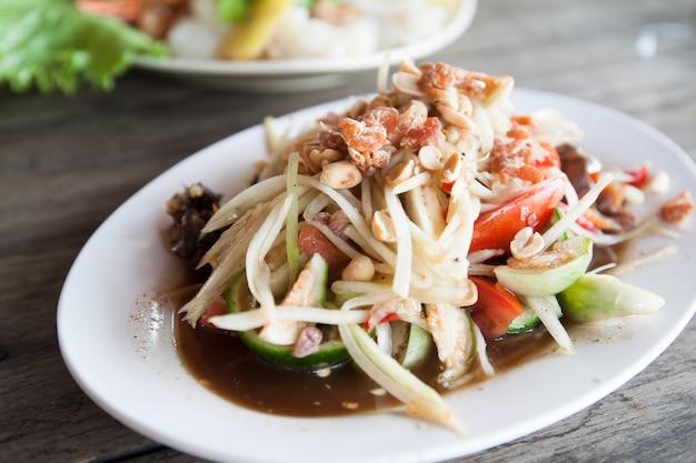 Som-tum, papaya salat