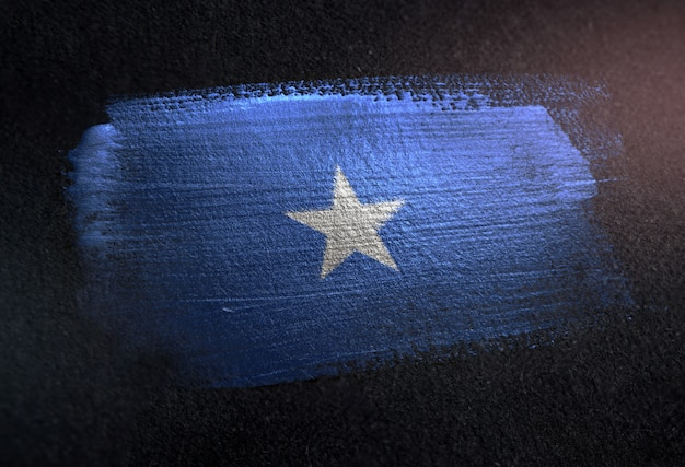 Somalia-flagge gemacht von der metallischen bürsten-farbe auf dunkler wand des schmutzes