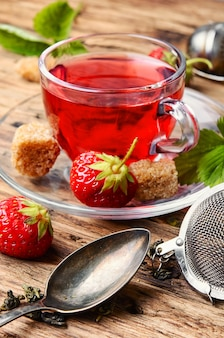 Sommer-erdbeer-tee