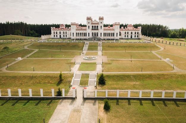 Sommer-kossovsky-schloss in belarus.puslovsky-palast.