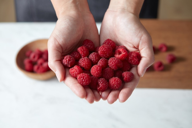 Sommer leckere früchte als konzept einer sauberen bio-ernährung