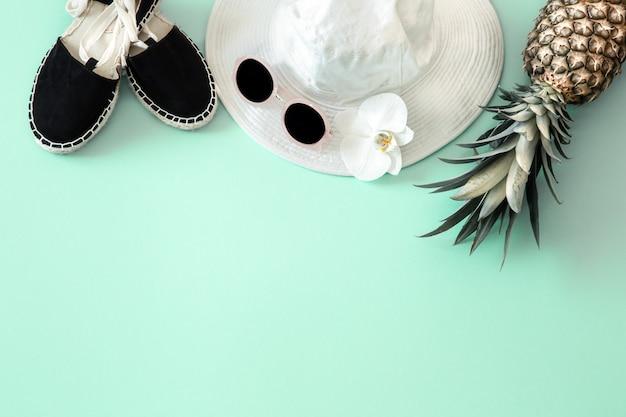 Sommer stilvolle komposition mit sommer verschiedenen accessoires