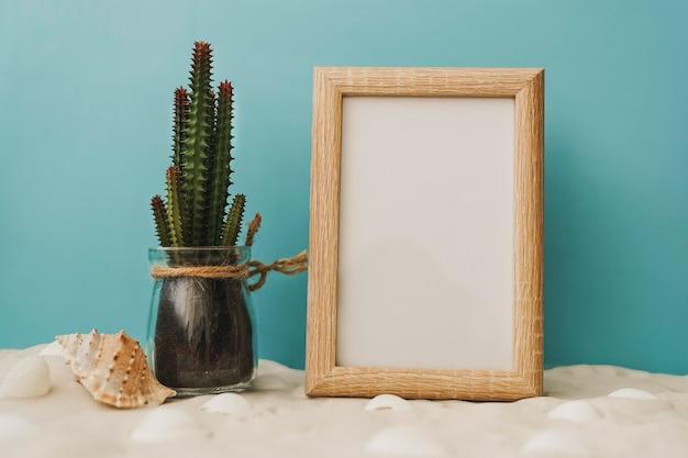 Sommer-szene von kaktus und weiße tafel