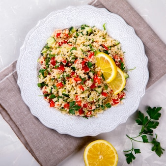 Sommer tabouleh salat mit couscous.