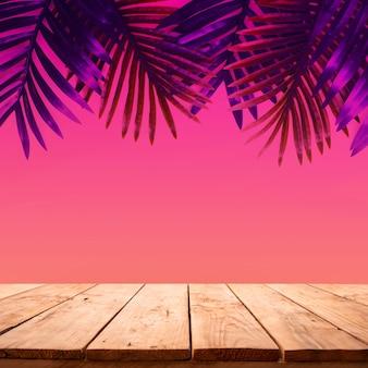 Sommer- und naturproduktanzeige mit holztischplatte auf palmblatt