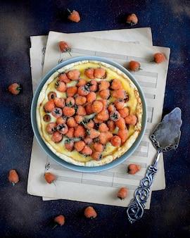 Sommerbeeren-törtchen-torte mit ricotta-hüttenkäse