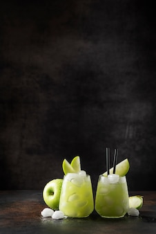 Sommercocktail mit grünem apfel