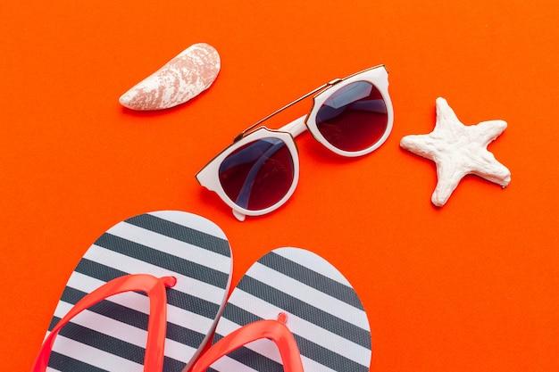 Sommerferien, strandzubehör auf farborange