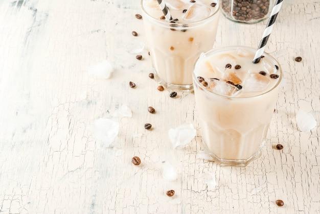 Sommerkalte eiskaffee-frappe