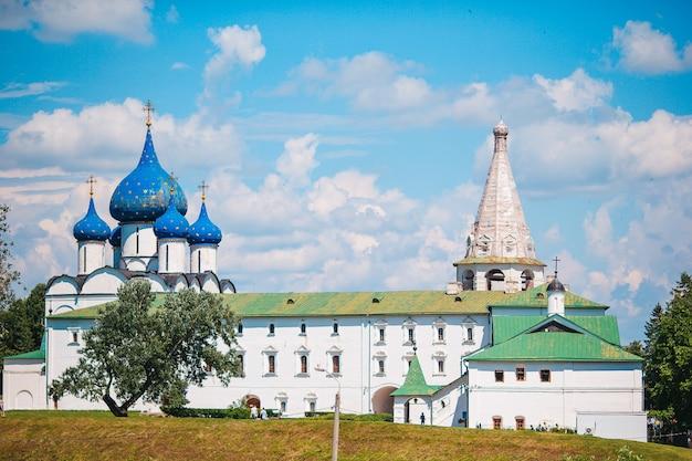 Sommerlandschaft mit blick auf den susdaler kreml