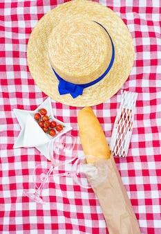 Sommerpicknick mit sommerhut
