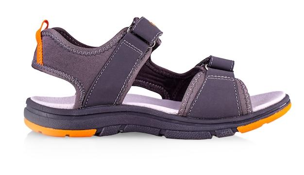 Sommersport sandalen isoliert auf weißem hintergrund