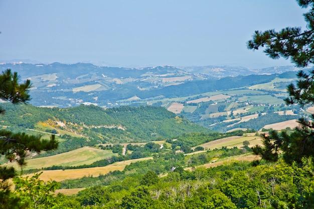 Sommertag auf der italienischen landschaft.