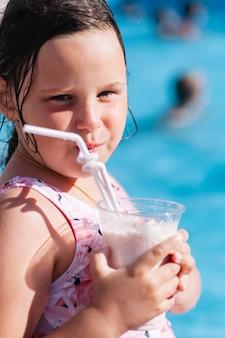 Sommerurlaub im familienhotel mit aquapark wasserrutschen schwimmbad kinder und softd...