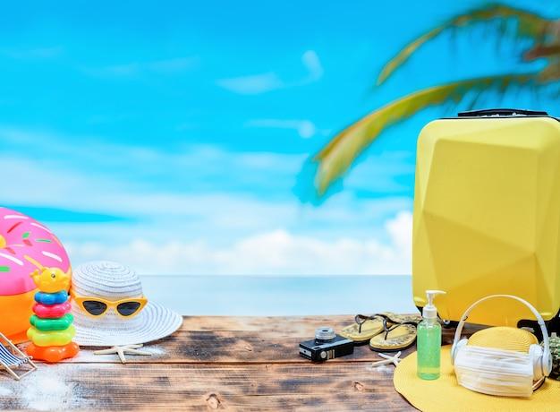 Sommerurlaub und reisekonzept auf holzhintergrund. neue normalität und leben nach covid. soziale trennung und digitale entgiftung.