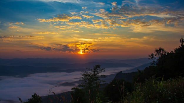 Sonnenaufgang am doi samer dao sri nan national park thailand