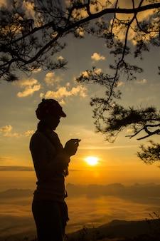 Sonnenaufgang am phukradung nationalpark, thailand
