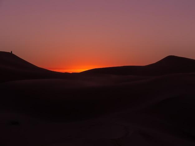 Sonnenaufgang in der sahara-wüste