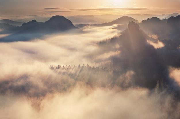Sonnenaufgang vom kleiner winterberg, böhmische schweiz