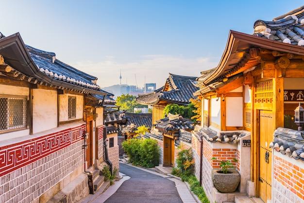 Sonnenaufgang von bukchon hanok-dorf in seoul