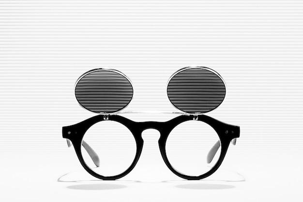 Sonnenbrille mit doppelglas, schwarzweißfotografie