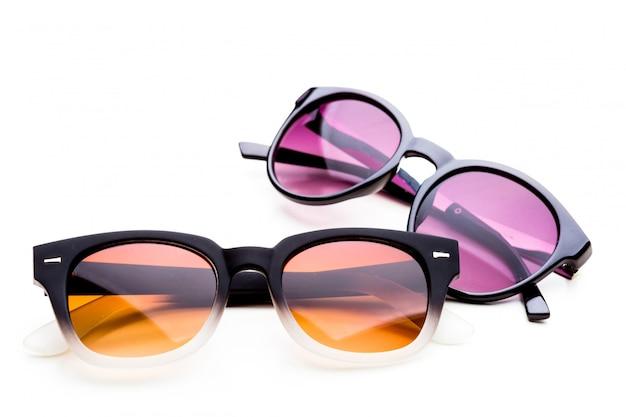 Sonnenbrillen getrennt auf weiß
