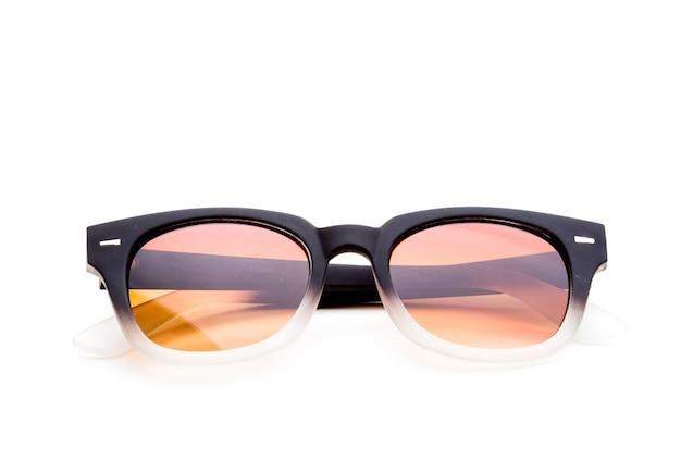 Sonnenbrillen getrennt auf weißem hintergrund