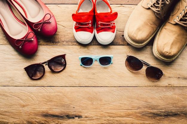 Sonnenbrillen und schuhe für kinder und erwachsene nach ihrem lebensstil für die reise