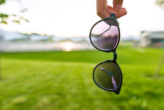 Sonnenbrillensymbol des sommers