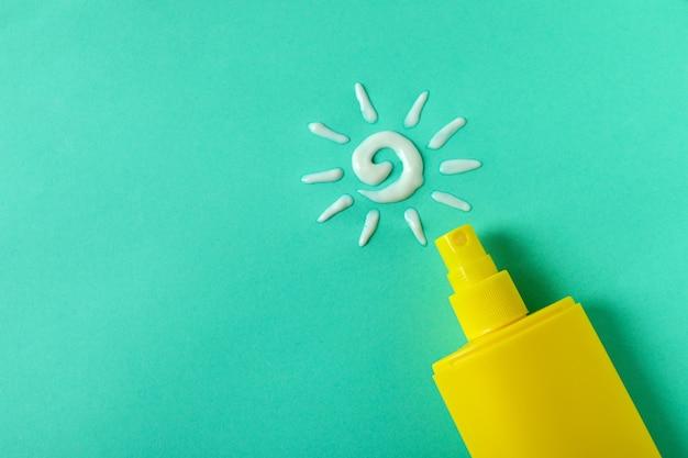Sonnencreme und sonne aus sahne auf minze
