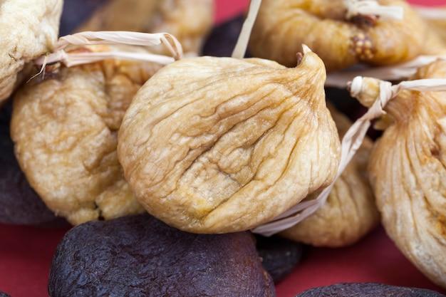 Sonnengetrocknete feigenfrucht, gelbe, geschrumpfte feigen getrocknet, um süße zu verleihen, traditionelle orientalische süßigkeiten