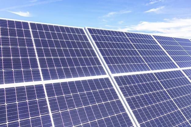 Sonnenkollektoren aus der nähe für grüne energie fotografiert