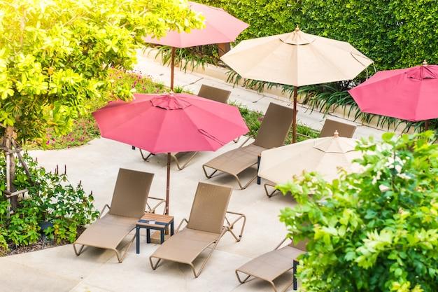 Sonnenschirme und hängematten