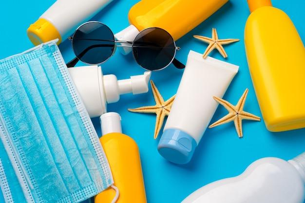 Sonnenschutzcreme und schutzmaske. coronavirus sommerkonzept