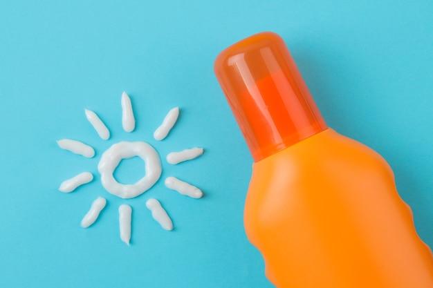 Sonnenschutzmittel. verschiedene sonnencremes und sonnencremes. sonnenschutz. uv-schutz. sommer. ansicht von oben.