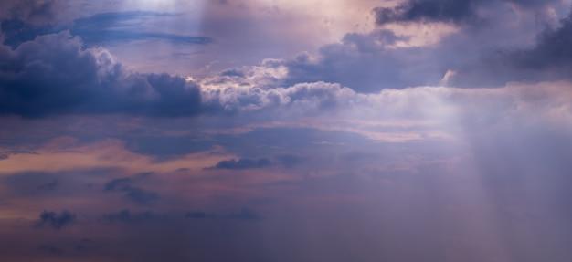 Sonnenstrahl durch die wolken