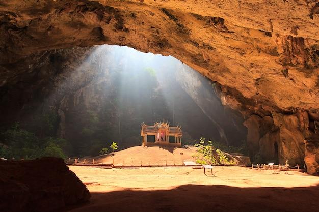 Sonnenstrahl in der höhle
