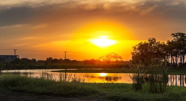 Sonnenuntergang am ländlichen szene