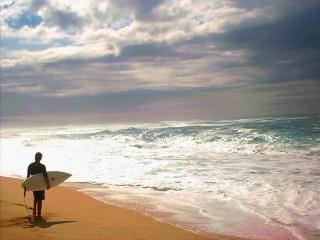 Sonnenuntergang am strand surfer, surfer