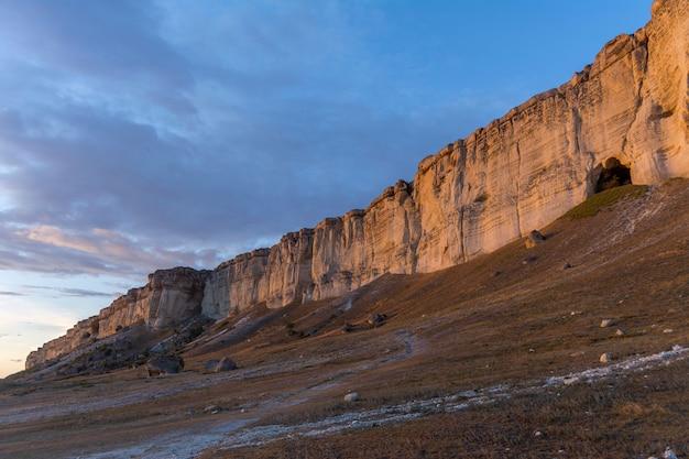 Sonnenuntergang auf der krim. belaya skala, aq-qaya, white rock