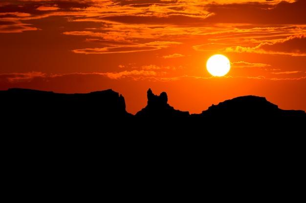Sonnenuntergang auf der us scenic road zum monument valley park